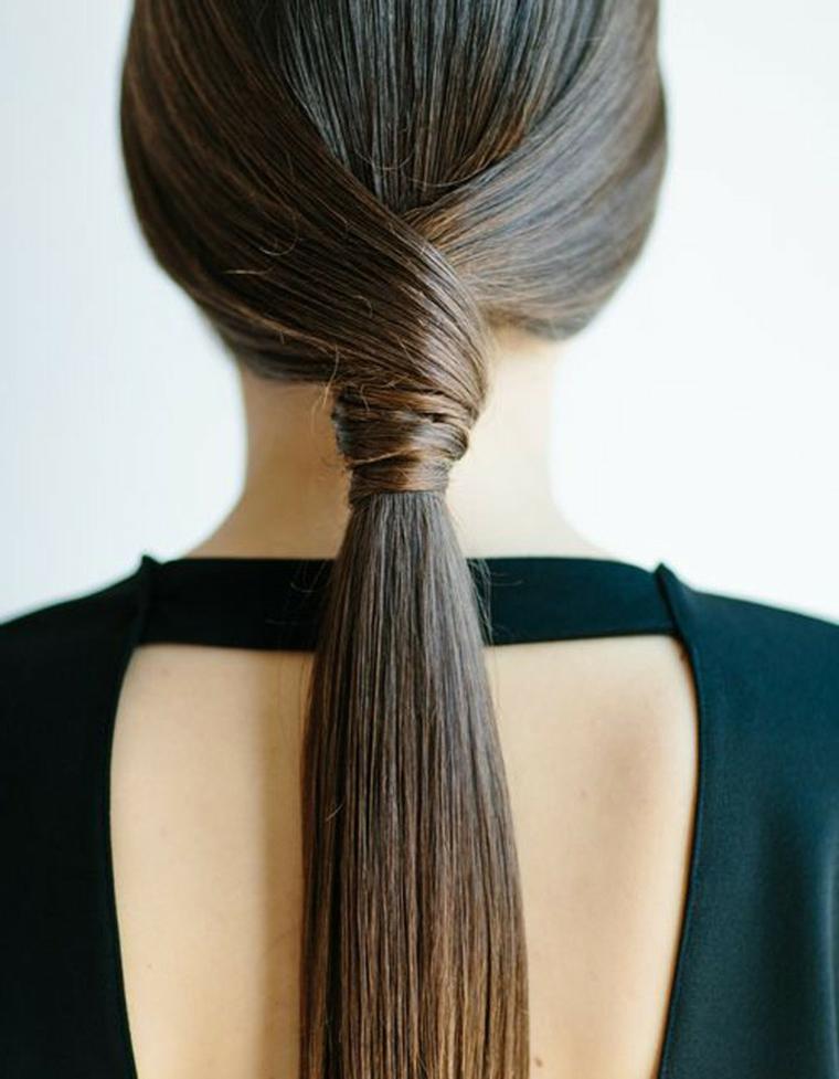 Acconciature facili e veloci, capelli lunghi e lisci, coda con ciocche avvolte