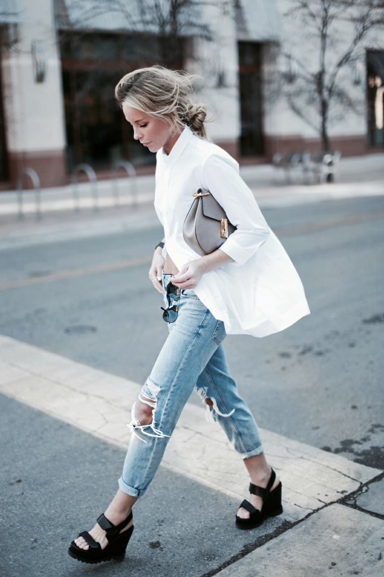 Trecce capelli tutorial capelli lungi biondi, pettinatura con treccia chignon, camicia bianca oversize