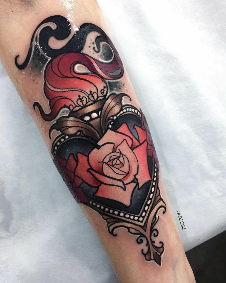 Cuore sacro tattoo, disegno fiore sull'avambraccio, tattoo braccio uomo