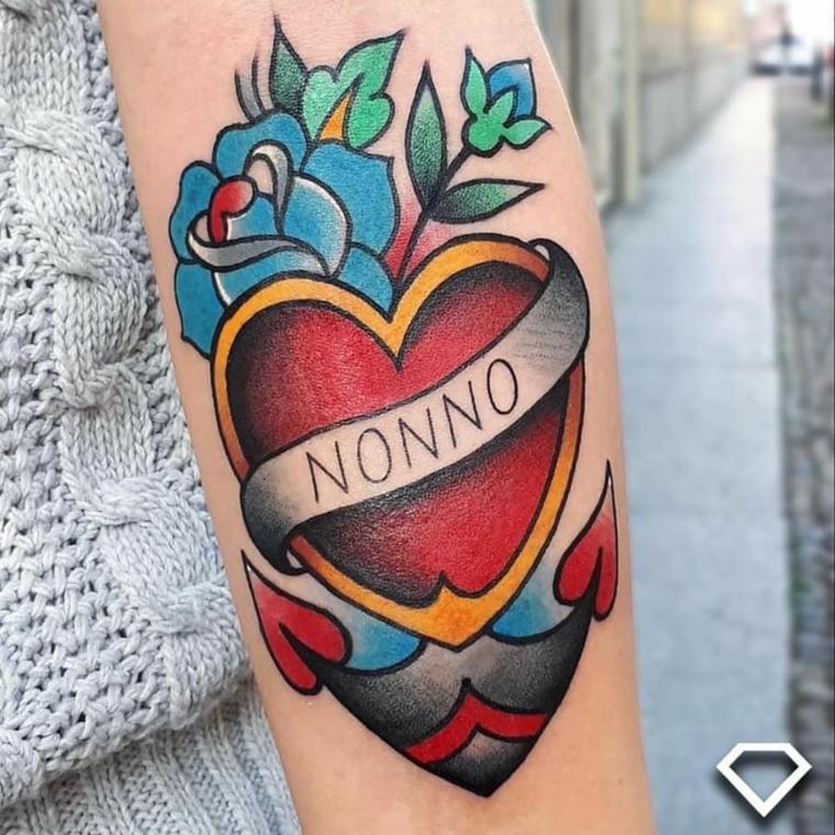 Ascritte old school, tatuaggio sul braccio, disegno cuore con scritta, scritta Nonno