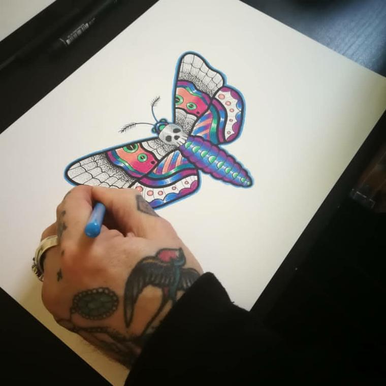 Tatuaggi e significati, disegno di una farfalla, idea per un tatuaggio maschile