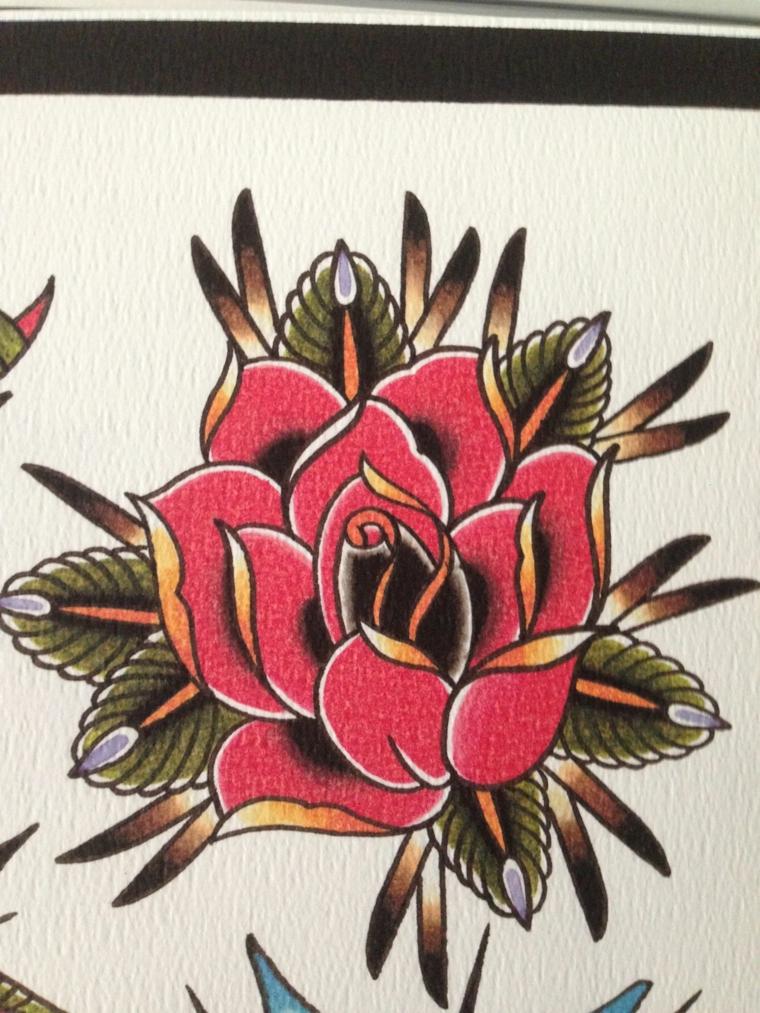 Tattoo old school uomo, disegno di una rosa rossa, foglio con disegno tatuaggio