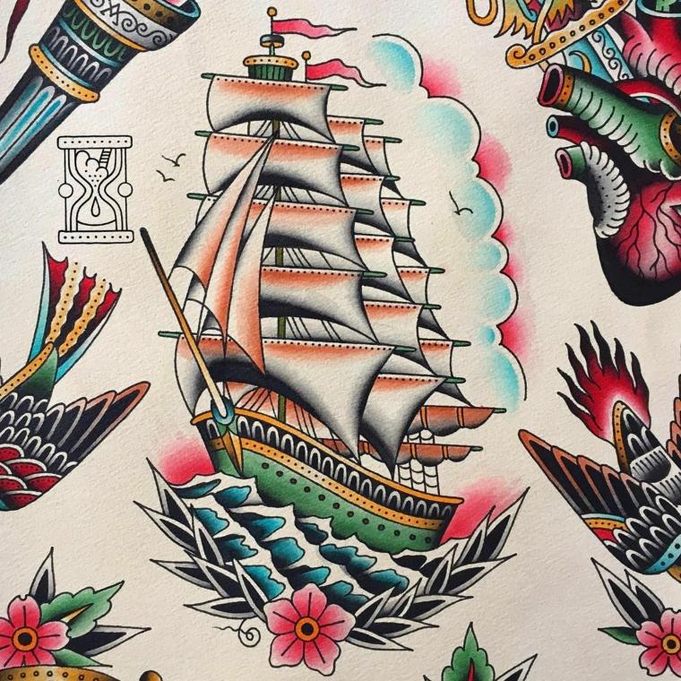 Tatuaggio veliero, disegno di una nave, tattoo old school braccio