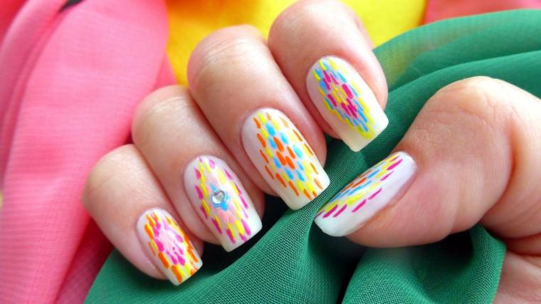 Unghie color pastello, disegni sulle unghie, manicure forma squadrata, tessuti leggeri colorati