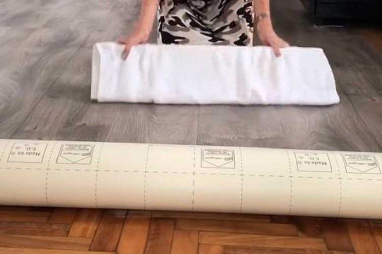 Rivestimento pavimenti, pavimento adesivo colore grigio, posatura pavimentazione