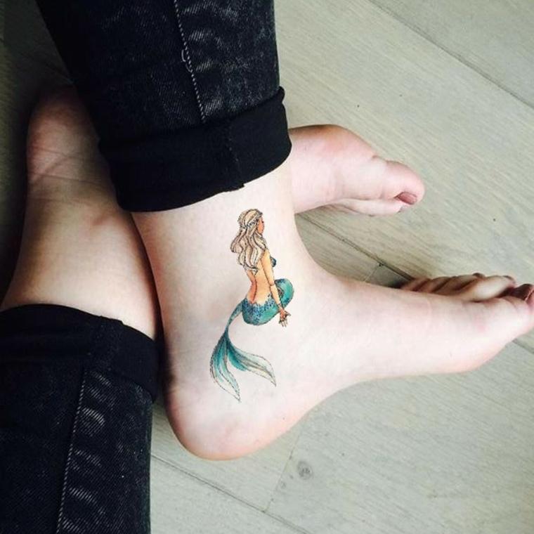 Disegno sirena colorata, tatuaggio sulla caviglia, tattoo gamba donna