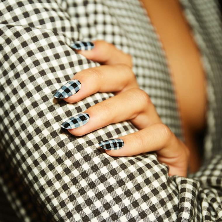 Forme unghie gel, manicure a mandorla, smalto bianco e nero, camicia donna a scacchi