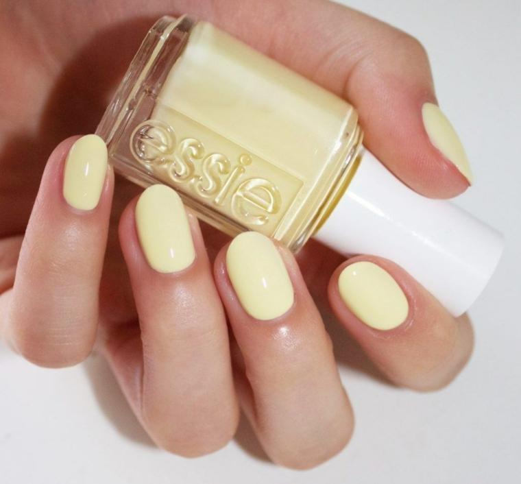 Smalto di colore giallo, bottiglietta di smalto per unghie, colori estivi unghie