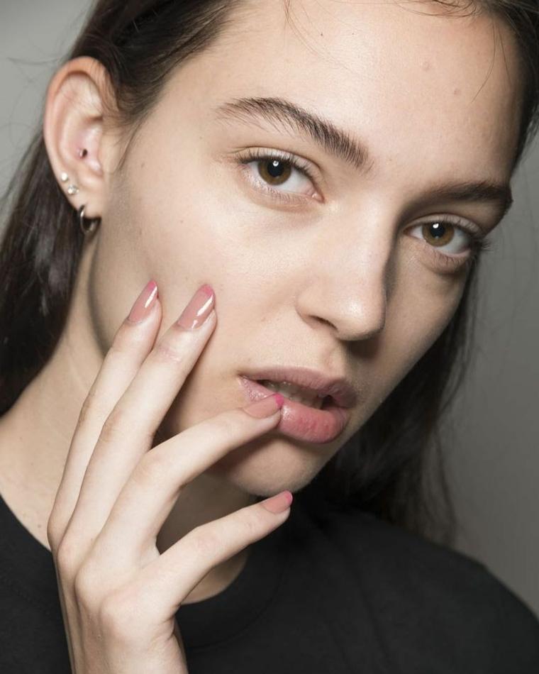 French manicure colorata, unghie forma arrotondata, colori estivi unghie