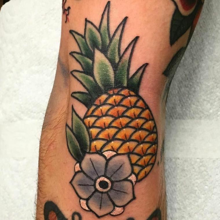 Tatuaggio vecchia scuola, disegno tattoo ananas, disegno colorato sul braccio