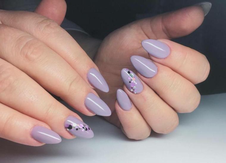 Stiletto unghie in gel, unghie gel particolari, accent nail con puntini colorati, smalto colore viola