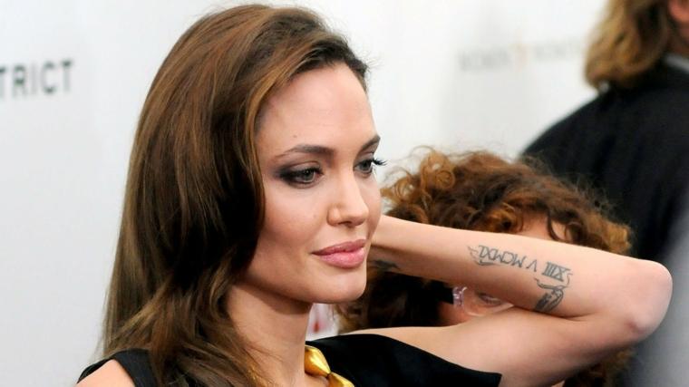 Tatuaggi braccio donne, tattoo sull'avambraccio, tatuaggio di Angelina Jolie