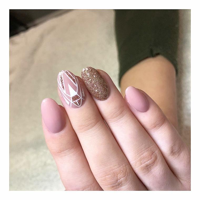 Manicure a mandorla, accent nail colore rosa effetto sugar, smalto rosa lucido