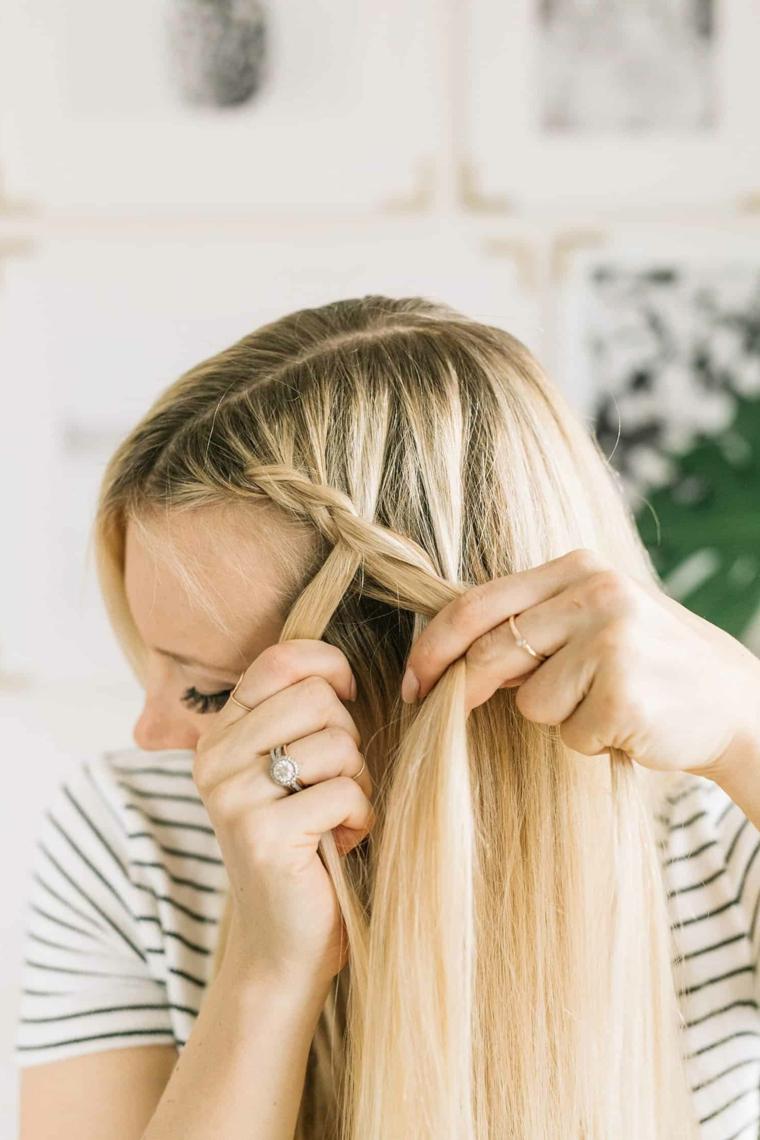 Tutorial treccia francese, donna con capelli biondi, capelli raccolti con treccia