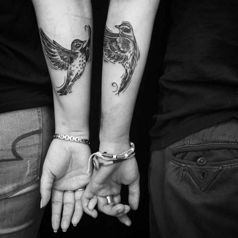 Tattto per lui e lei, disegno tattoo uccelli, braccio di un uomo e donna