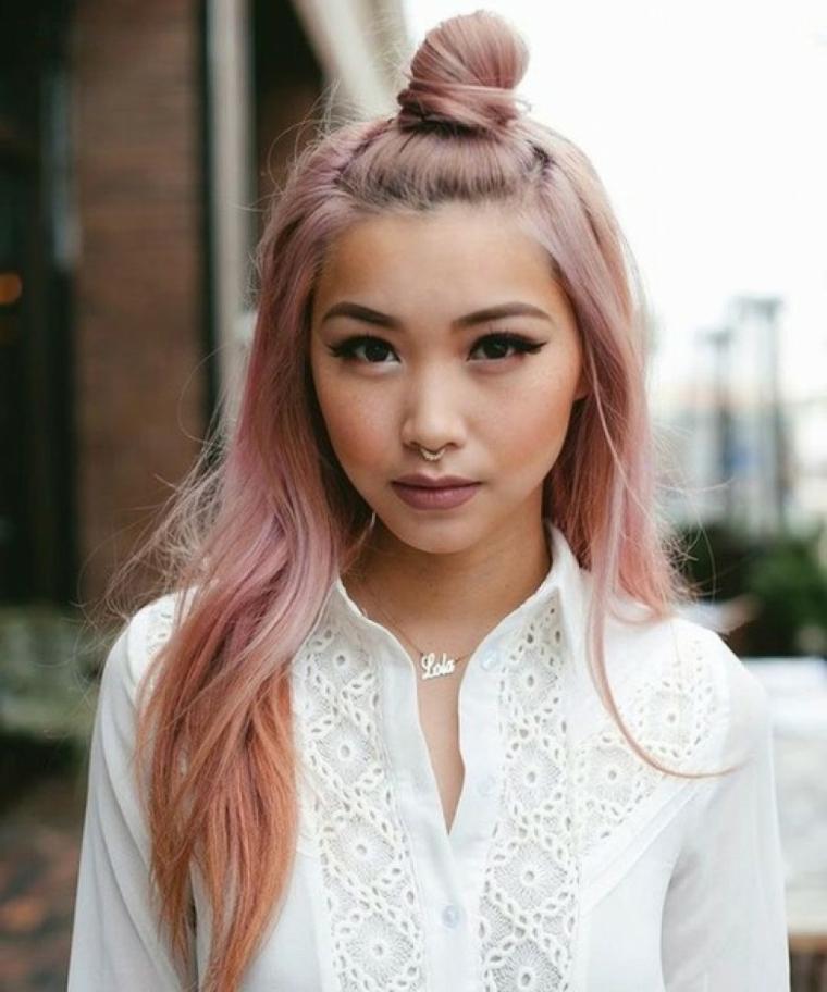 Come fare lo shatush, acconciatura capelli con chignon, capelli tinti di rosa