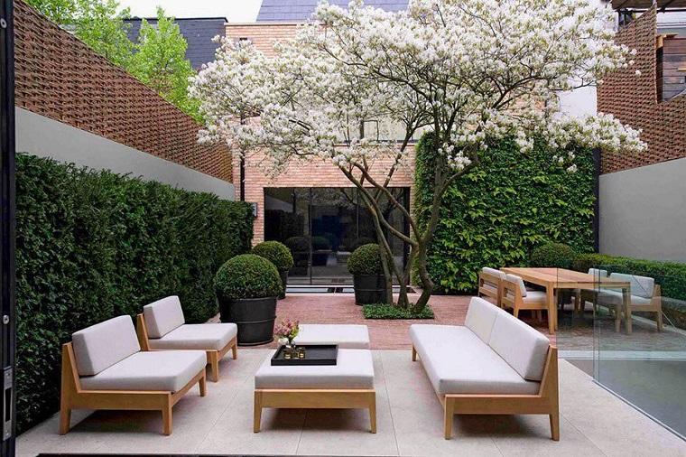 Set di mobili da esterno, pavimento giardino con piastrelle, tavolo da pranzo da esterno