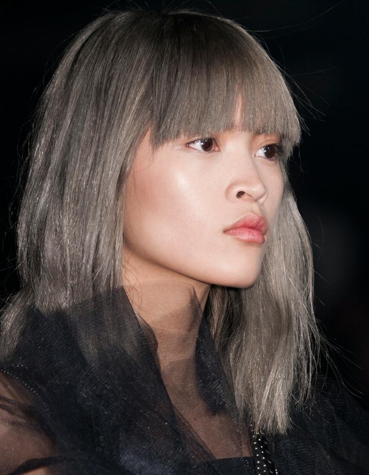 Schiariture capelli, acconciatura con frangia, taglio capelli pari, ragazza asiatica