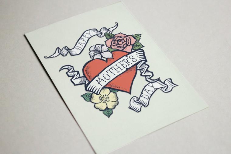 Tattoo cuore con scritta, disegno tatuaggi colorati, tatuaggi significati profondi