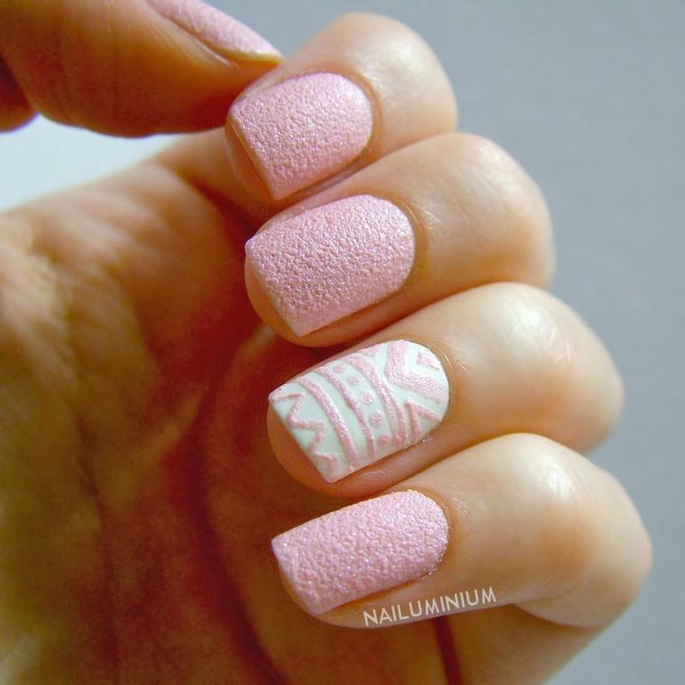 Immagini di unghie decorate, smalto rosa effetto sugar, disegni nail art