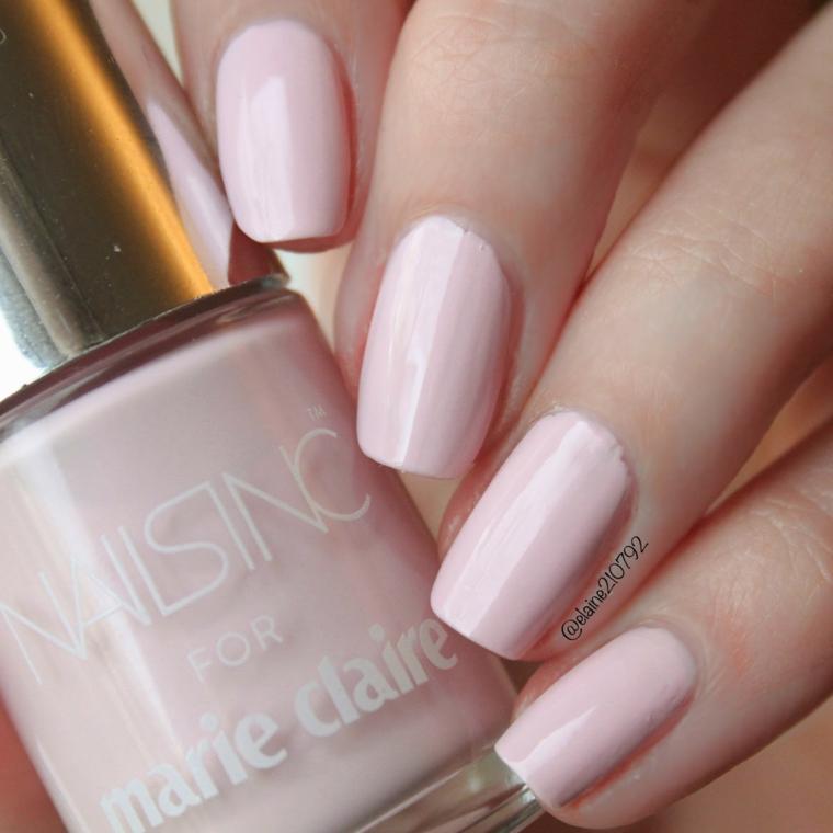 Unghie rosa antico, bottiglietta di smalto rosa, unghie lunghe bordi arrotondati