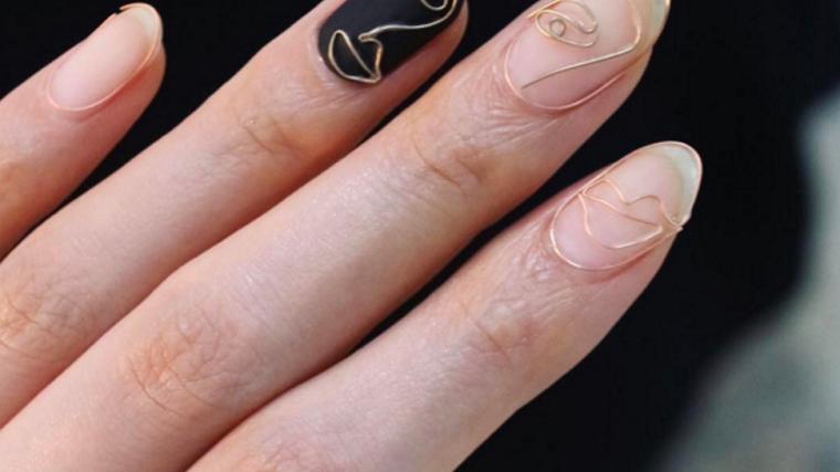 Unghie rosa cipria, unghie forma a mandorla, decorazioni unghie tridimensionali
