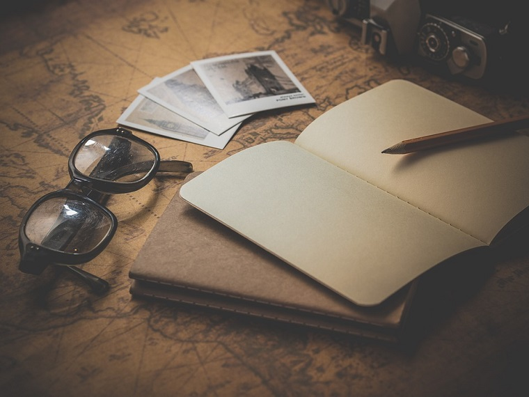 Mappando vintage, vacanze fai da te, quaderno con penna