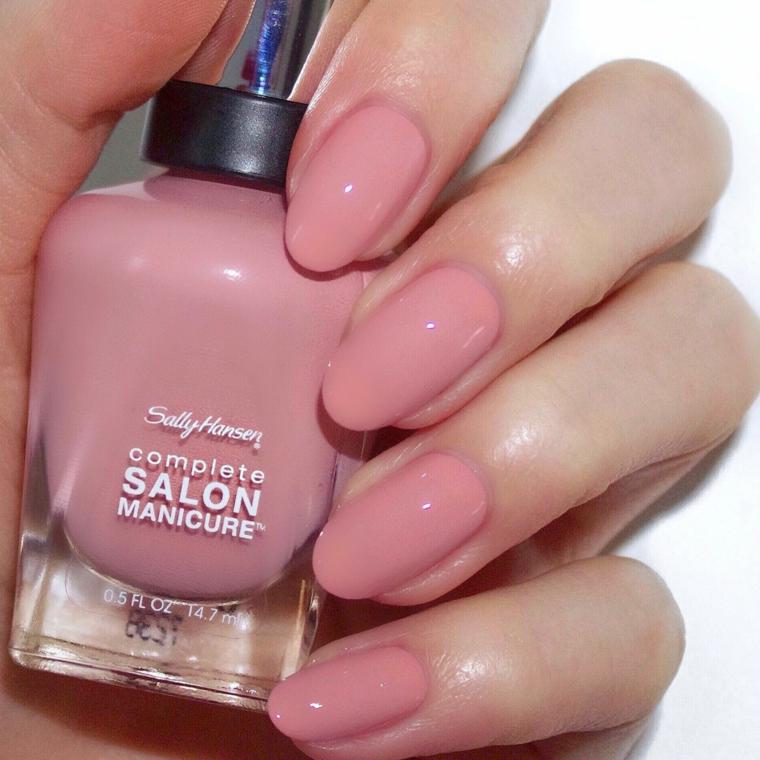Unghie a mandorla, smalto acrilico rosa, unghie gel colore cipria