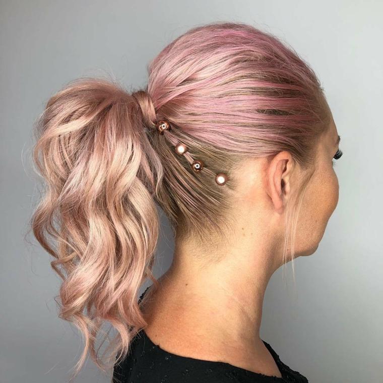 Capelli rosa a chi stanno bene, capelli legati con coda, mollette per capelli