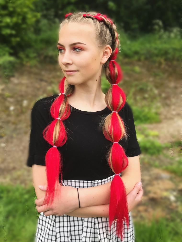 Trecce con fili rossi, due trecce alla francese, ragazza con capelli biondi