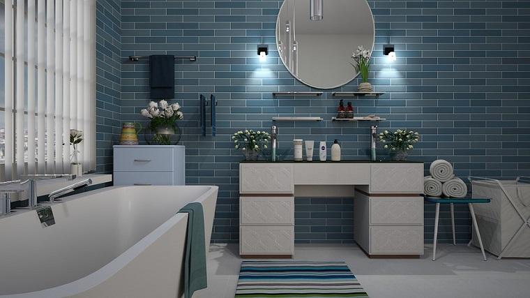 Specchio per bagno forma rotonda, arredo bagno, vasca da bagno freestanding