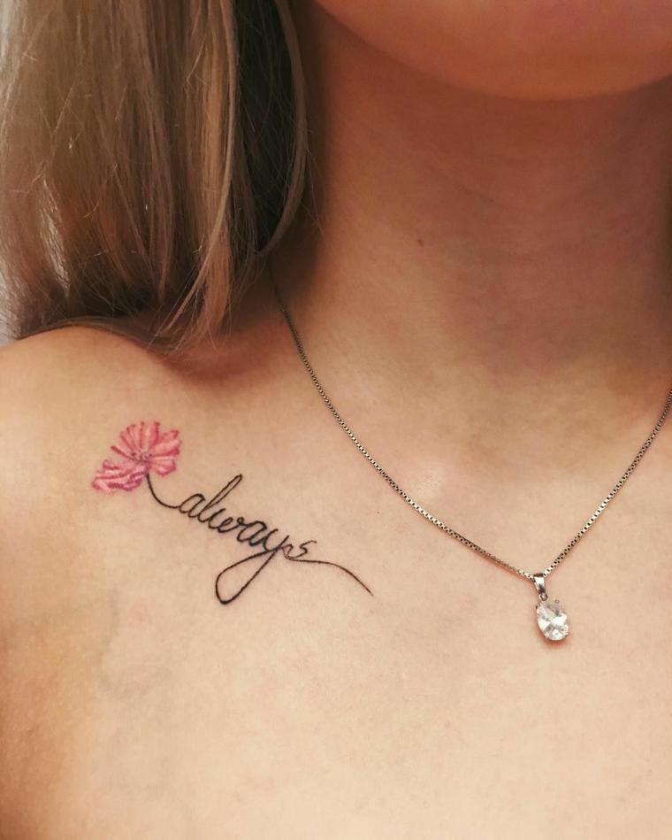 Tatuaggi piccoli donna, scritta tattoo in inglese, disegno tattoo fiorellino colorato