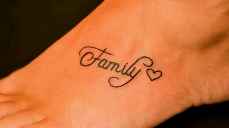 Tatuaggi famiglia, tattoo sulla gamba, disegno cuore, scritta tattoo in inglese