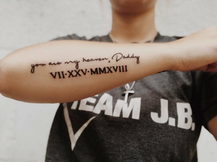 Tattoo numeri romani, tatuaggio con scritta, tatuaggio braccio uomo