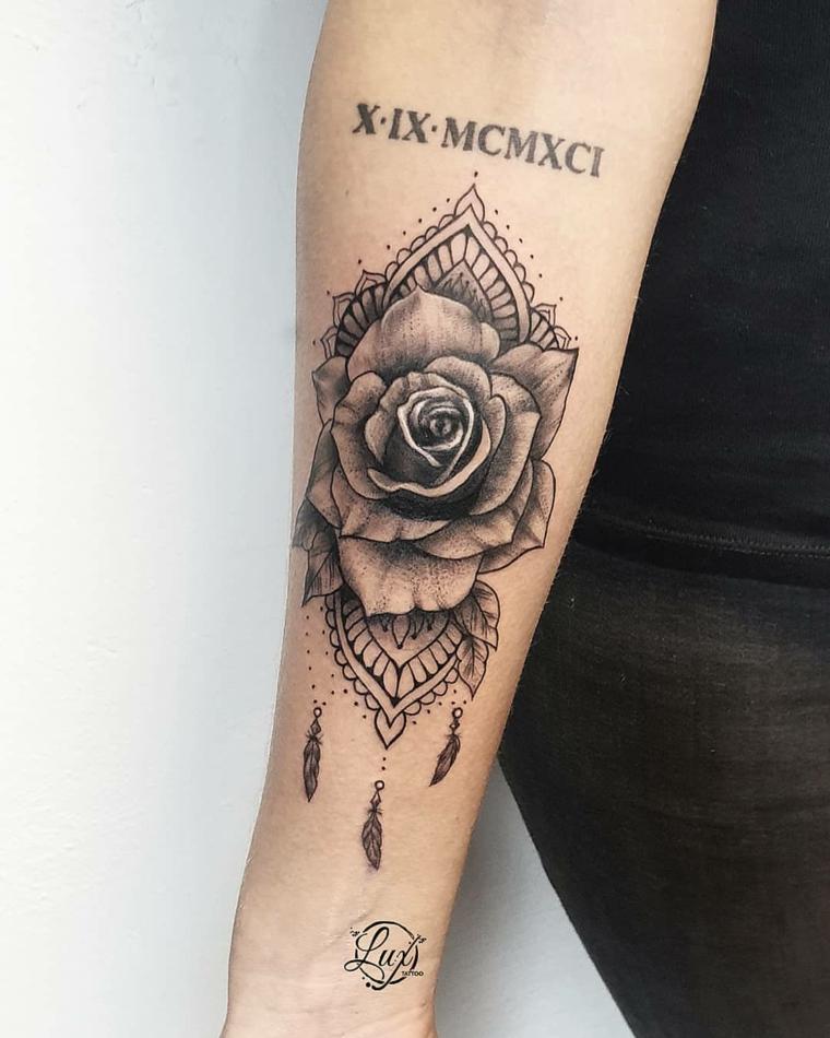 Tattoo numeri romani, disegno tatuaggio mandala, tatuaggio sul braccio donna