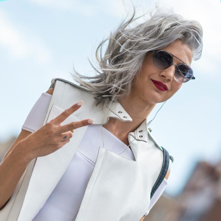 Tinta grigia per capelli, donna con occhiali da sole, taglio capelli scalato