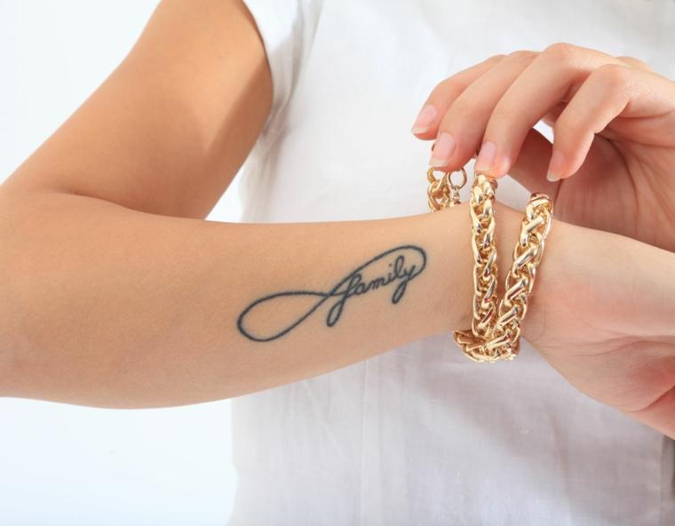 Braccialetto donna in oro, tatuaggio simbolo infinito, catalogo tatuaggi, infinito con scritta family
