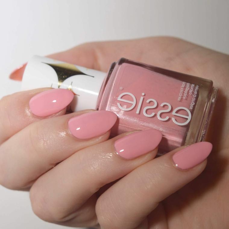 Smalto rosa Essie, bottiglietta di smalto rosa, unghie gel colorate, manicure a mandorla