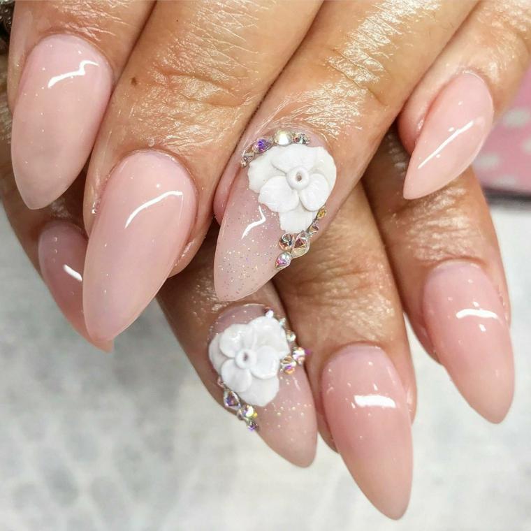 Unghie gel colore cipria, accent nail con brillantini, manicure stiletto
