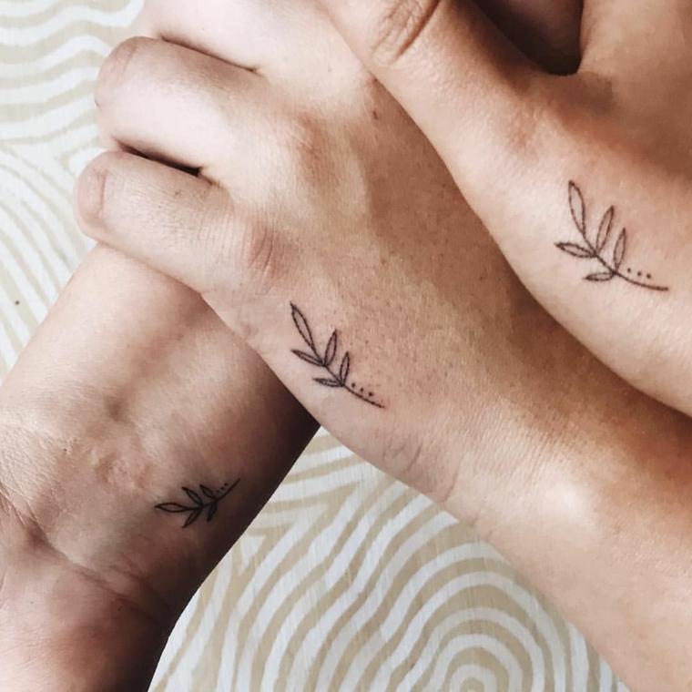 Tatuaggi di coppia, tattoo polso della mano, disegno tatuaggi fiori