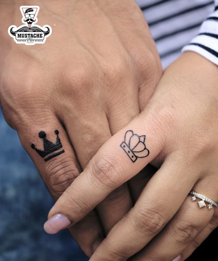 Tattoo disegno corona, tatuaggi sulle dita, anello con brillantini, tattoo design anelli