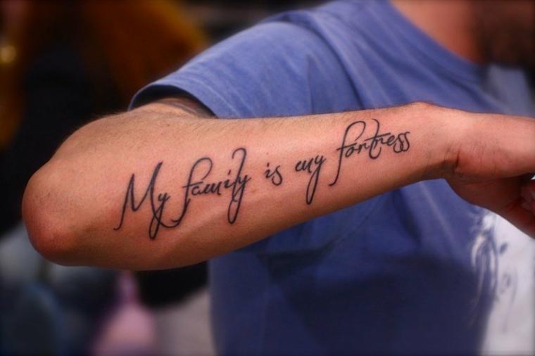 Catalogo tatuaggi, tatuaggio sull'avambraccio, scritta tattoo, tattoo dedica famiglia
