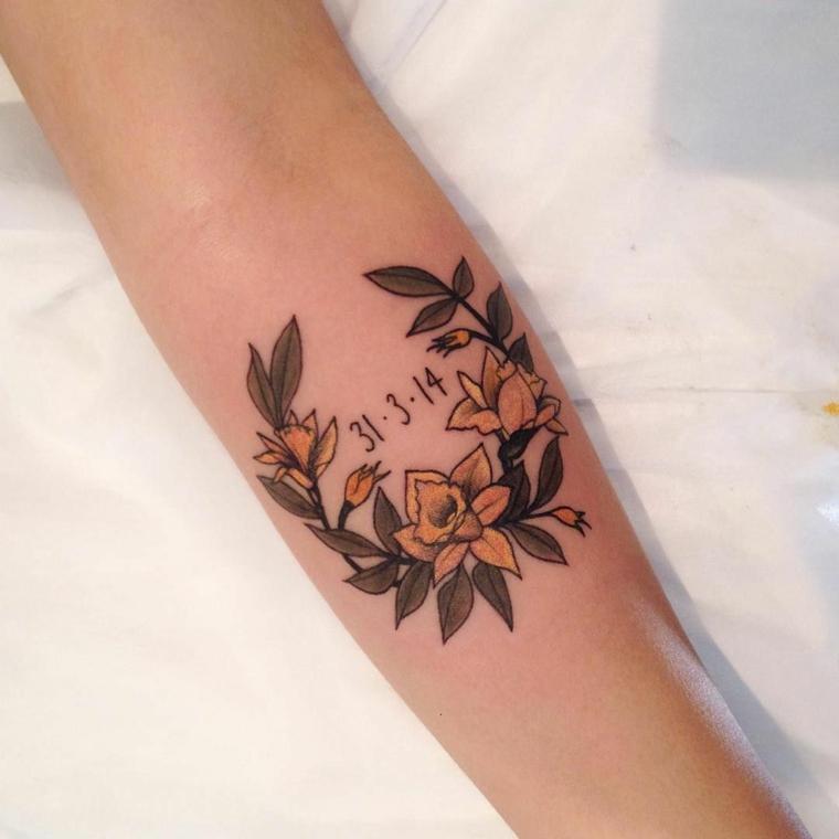 Tatuaggi numeri, tattoo sull'avambraccio, tatuaggio di un fiore colorato