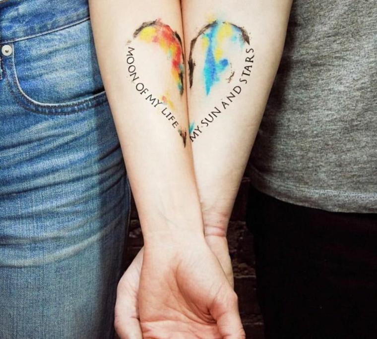 Tatuaggi migliore amiche, tattoo cuore diviso, tattoo con scritta, tatuaggio watercolor avambraccio