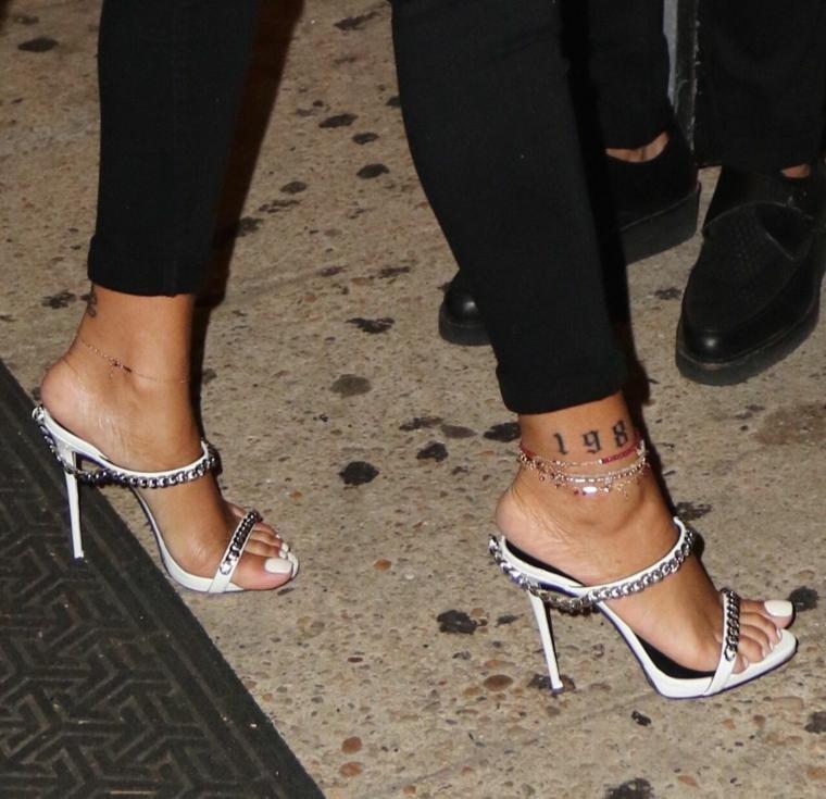 Tatuaggi significati profondi, tatuaggio sulla caviglia, tattoo numeri arabi
