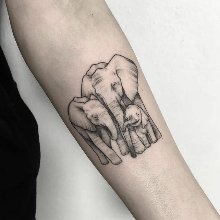 Tatuaggio sull'avambraccio, tattoo elefanti, tatuaggi significati profondi, disegno per tattoo famiglia