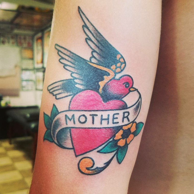 Tattoo old school, tattoo uccello e cuore, tatuaggi piccoli donna