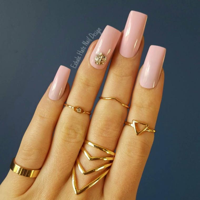 Unghie rosa antico, decorazione manicure con brillantini, accent nail con brillantini