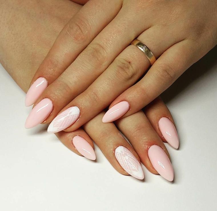Disegno manicure effetto pizzo, unghie a punta, stiletto smalto rosa