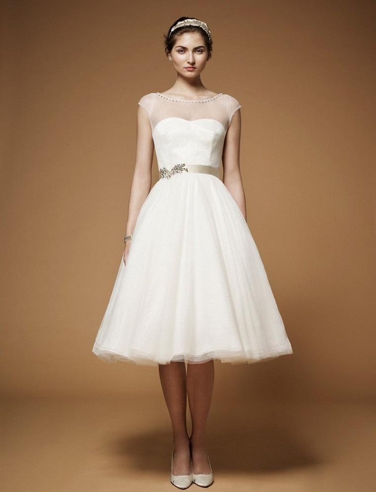 Abito da sposa di Jenny Packham, gonna a ruota con tulle, cintura colore argento, vestiti sposa semplici
